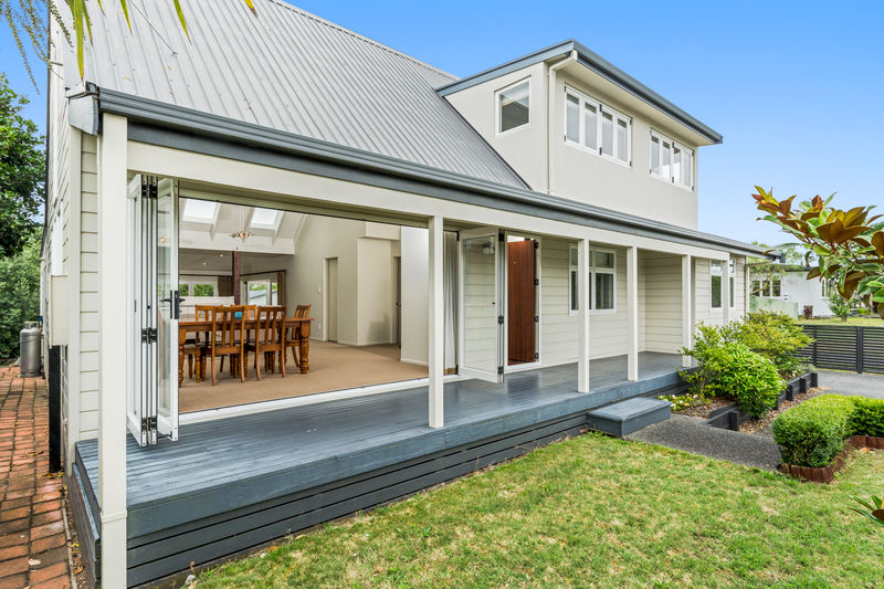 Open2view id 360200 property for sale in papamoa beach for Cape cod style homes nz