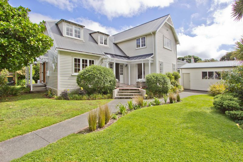 Open2view id 313264 property for sale in eastbourne new zealand - Creative home with beautiful panorama to provide total comfort living ...